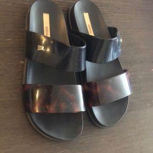 Melissa flat sandal